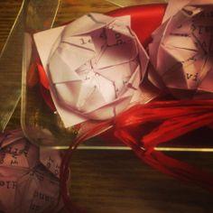 Origami di Ninfea tutorial:  http://www.youtube.com/watch?v=logIc49UWh4