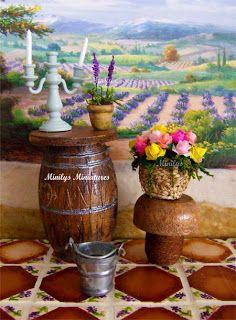 De inspiración provenzal realización del tonel, cestita de rafia con flores, maceta de lavanda y suelo de barro pintado a mano.