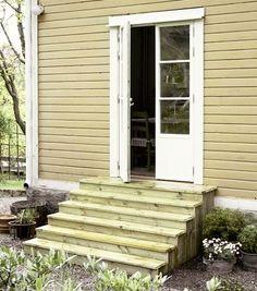 Med den nya fönsterdörren och en inbjudande trappa att filosofera ...