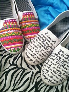 15 shoe customizations with Posca or textile felts Diy Clothes And Shoes, Diy Clothing, On Shoes, Me Too Shoes, Sharpie Shoes, Sharpie Art, Painted Sneakers, Hand Painted Shoes, Painted Vans