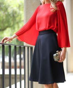 красный цвет в одежде, с чем носить красную блузку