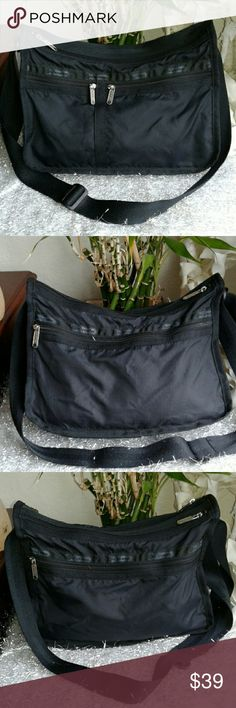 """LESPORTSAC BLACK CROSSBODY MESSENGER BAG Signature zipper pulls, lots of pouches, 11.5"""" × 9"""" × 4.5"""", light weight, practical, ☆☆☆TOTALLY AWESOME☆☆☆ LESPORTSAC Bags Crossbody Bags"""