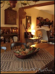 primitive country decorating ideas for living rooms Primitive Living Room, Primitive Country Homes, Primitive Kitchen, Primitive Furniture, Home Furniture, Primitive Country Decorating, Colonial Decorating, Furniture Design, Primitive Antiques