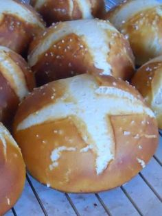 Bavarian pretzel rolls - Surprisingly easy and unsurprisingly delicious pretzel roll recipe. Leave out the milk for a fluffier texture. Sandwich Roll Recipe, Pretzel Roll Recipe, Pretzel Rolls, Pretzel Bread, Bavarian Recipes, German Recipes, Bavarian Pretzel, German Bread, Love Food