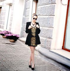 Shop this look on Kaleidoscope (dress, coat, sunglasses, pumps)  http://kalei.do/WRRZz3Oar57BxnyT
