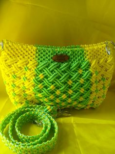 Tas macrame Granny Square Bag, Crochet Granny Square Afghan, Easy Crochet Blanket, Macrame Jewelry Tutorial, Macrame Purse, Bracelet Tutorial, Crochet Toddler Dress, Free Baby Blanket Patterns, Crochet Amigurumi Free Patterns