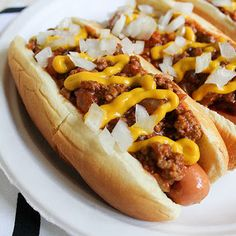 detroit-style coney island hot dogs—really nice picture of a hard-to-photograph food. Hot Dog Recipes, Chili Recipes, Sauce Recipes, Cooking Recipes, Goulash Recipes, Healthy Recipes, Top Recipes, Easy Recipes, Easy Meals