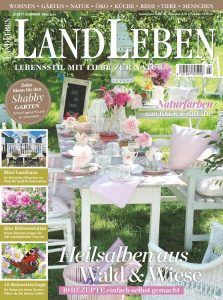 Wohnreportage ShabbyLandhaus in der Landleben Mai/ Juni 2017 Shabby, Place Cards, Place Card Holders, Juni, Table Decorations, Magazines, Home Decor, Natural Colors, Country Life
