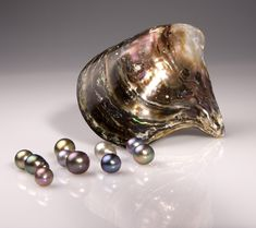 Sea of Cortez pearls® are some of the World's finest, thanks to their high quality and unique colors: opalescent gray, silver, true golden-bronze, olive-green, purple-violet, jet black, and always with varied overtones: such as rose, green, lavender and blue.