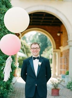 Let your groom in on the fun with his own balloon portrait!