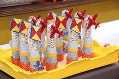 Que fofura esta Festa Brinquedos!!Imagens Dona Caramella.Lindas ideias e muita inspiração.Bjs, Fabíola Teles.Mais ideias lindas: Dona Caramella.Bolo e Cupcakes Giovanna MelilliDoces modelados: S...