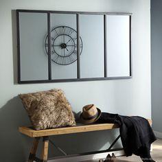 Miroir atelier verrière horizontale rectangulaire en métal noir signé Akhal.Au dessus d'un canapé, ou d'une console, ce miroir en métal noir donnera du cachet à votre déco, et une profondeur