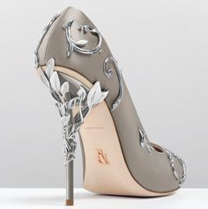 Walk the walk in one of Ralph and Russo's designer shoes. From open toe heels to knee high boots, our wide range of designer shoes will be the next favourite pair in your wardrobe. Fancy Shoes, Pretty Shoes, Crazy Shoes, Beautiful Shoes, Cute Shoes, Me Too Shoes, High Heels Boots, Heeled Boots, Shoe Boots