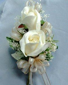 Pin-on style corsage