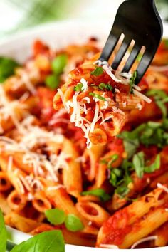 Penne with Homemade Arrabbiata Sauce is so easy to make with just a few ingredients! Make this pasta as spicy as you like, or keep it mild for the kids! Yummy Pasta Recipes, Sauce Recipes, Easy Dinner Recipes, Healthy Recipes, Top Recipes, Pasta Arrabbiata, Arrabiata Sauce, Easy Pasta Sauce, Spicy Pasta