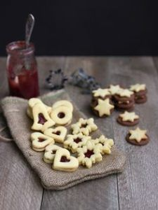 Vánoční pečení: Cukroví podle našich babiček! - Království žen Cute Cookies, Sugar Cookies, Pull Apart Pizza, Cosy Christmas, Holiday Cookies, Macaroons, Food Styling, Cereal, Food Porn