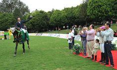 El Gobernador de Veracruz, Javier Duarte de Ochoa, asistió al Concurso Nacional de Salto Xalapa Otoño 2011, el 09 de octubre de 2011, el cual es avalado por la Federación Ecuestre Mexicana; el mandatario felicitó a su esposa por su participación y también a los organizadores por su compromiso con este espectacular deporte.