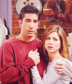 Ross and Rachel: their hands intertwined and against his heart❤️ best pose ever