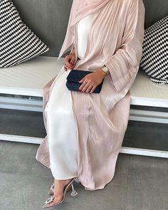 Modest Fashion Hijab, Modern Hijab Fashion, Muslim Women Fashion, Modesty Fashion, Arab Fashion, Islamic Fashion, Fashion Outfits, New Abaya Design, Abaya Designs Dubai