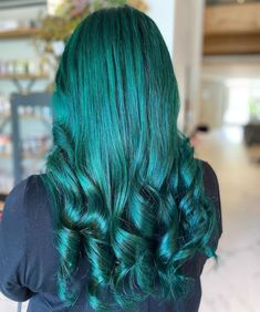 Stunning Cerulean Sea locks by @danadidmyhair 🔱 Mix up the perfect teal with our Neptune Pack