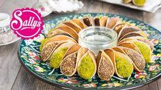 Atayef - gefüllte arabische Desserts mit Pistazien und Krokant / zwei Fü...