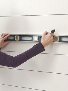 Learn how to create your own Sharpie shiplap- the easiest and cheapest shiplap there is! Best part, it looks like the real thing! No joke! All you need is a sharpie and a ruler with a level. Sharpie Wall, White Sharpie, Sharpie Markers, Cottage Entryway, Creating An Entryway, Oil Based Sharpie, Painting Shiplap, Black And White Pillows, Faux Shiplap