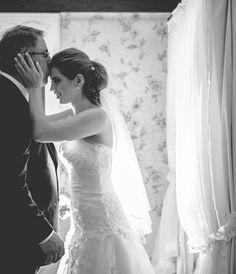 """Anderson Ferreira é fotógrafo de festas: casamentos, 15 anos, festas infantis e editoriais. Diz ele """"eu me integro a todas as emoções da festa e transformo em clicks!"""". Seus clicks ficaram conhecidos por serem altamente conceituais. Além disso, produz vídeos editoriais institucionais. Site: www.af.fot.br Tel: (12) 98171 9468 E-mail: afimagem@hotmail.com.br"""
