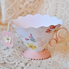 How to make a pretty Paper Teacup using the Sizzix Brenda Walton Teacup die. How to make an adorable paper teacup. It's easier than you think to make this simple paper teacup, perfect for a tea party decoration or party favor! Tea Party Favors, Tea Party Decorations, Tea Party Crafts, Wedding Favors, Diy Wedding, Box Noel, Decoration Communion, Paper Tea Cups, Comida Diy