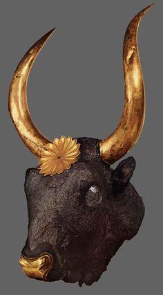 coupe à boire en or et argent en forme de taureau Mycenes