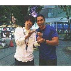 Kinjo Yamato (Kyoryu Blue) and Yoshi Surdarso (Dino Charge Blue)