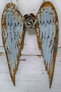 Angel wings metal wall sculpture soft blue rusty distressed shabby chic home decor Anita Spero Pintura Shabby Chic, Shabby Chic Painting, Shabby Chic Living Room, Shabby Chic Homes, Metal Wall Sculpture, Wall Sculptures, Angel Sculpture, Frida Art, 3d Figures
