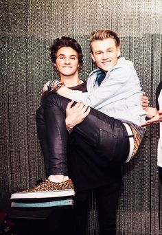 Bradley Simpson and Tristan Evans // The Vamps Brad Simpson, Will Simpson, Evan And Connor, Brad The Vamps, Pop Rock, Bestest Friend, Daryl Dixon, Cute Boys, Cute Couples