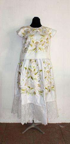 Vestido de novia, Frida Kahlo style, Tehuantepec, Oaxaca, vintage (T45) de shkaalacoleccion en Etsy