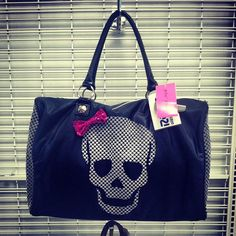 // I want this purse!!!!!!!!!