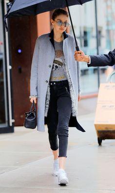 Gigi Hadid Daily Gigi Hadid Looks, Bella Gigi Hadid, Gigi Hadid Style, Everyday Outfits, Jeans Style, Queen, Chic Outfits, Celebrity Style, Winter Fashion
