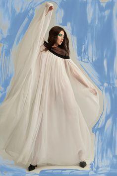Carolina Herrera Pre-Fall 2019 Fashion Show Collection: See the complete Carolina Herrera Pre-Fall 2019 collection. Look 28 Carolina Herrera New York, Best Gowns, Glamour, Fashion Show Collection, Winter Collection, Tulle Dress, World Of Fashion, Party Wear, Autumn Fashion