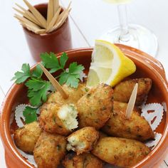 32 Delicious Things To Eat While You Watch The World Cup Portugal: Bolinhos de Bacalhau Greek Recipes, Fish Recipes, Seafood Recipes, Appetizer Recipes, Appetizers, Cooking Recipes, Cooking Bacon, Fish Dishes, Seafood Dishes