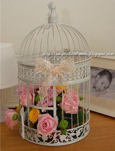 Aranjament floral in colivie / Birdcage Flower Arrangement Flower Arrangement, Floral Arrangements, Bird Cage, Bridal Shower, Centerpieces, Decorative Boxes, Shabby Chic, Basket, Vintage Stuff