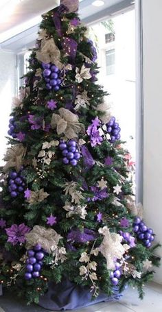 Best Christmas tree decor ideas & inspirations for 2019 - Hike n Dip Make your Christmas decorations special with the best Christmas tree decor ideas. These inspiring Christmas trees are the perfect decor for the holidays. Purple Christmas Tree Decorations, Elegant Christmas Trees, Colorful Christmas Tree, Noel Christmas, Holiday Tree, Christmas Colors, All Things Christmas, Christmas Crafts, Christmas Ideas