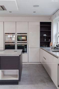Kitchen Island Decor, Kitchen Styling, Best Kitchen Designs, Modern Kitchen Design, Kitchen Cabinet Shelves, Kitchen Cabinets, Cabinet Doors, Open Plan Kitchen, New Kitchen