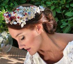 Peinado de novia ; moño clasico con corona de color