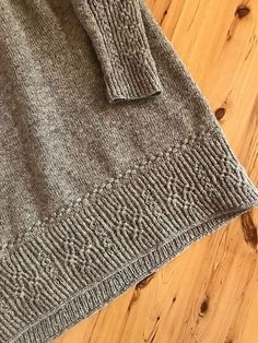 Helles Pullover-Muster von Junko Okamoto Knitting Techniques techniques used in knitting Sweater Knitting Patterns, Knitting Stitches, Hand Knitting, Crochet Patterns, Knitting Sweaters, Girls Sweaters, Cardigans, Pulls, Knit Crochet