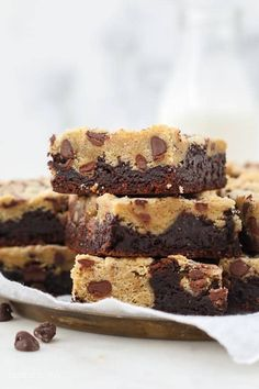 Brookies are the best of both worlds- a combination of a fudgy brownie bar with and a chewy chocolate chip cookie. It's fudgy and rich and so delicious. Fudgy Brownie Recipe, Brookies Recipe, Fudgy Brownies, Brownie Recipes, Brownie Bar, Cookie Recipes, Dessert Recipes, Homemade Chocolate Chips, Homemade Brownies