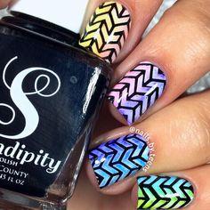 Sharpie nail art | Gradient nails | Arrow nail artv