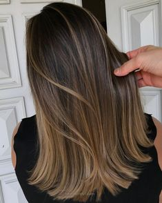 Natural-Looking Brunette Balayage Styles 2018 Ash brunette Wavy VS Straight Hair texture :medium to coarse Natural level Te. 70 Flattering Balayage Hair Color Ideas for 2019 Brown Hair With Blonde Highlights, Brown Hair Balayage, Hair Color Balayage, Balayage Highlights Brunette, Balayage Hair Brunette Straight, Babylights Brunette, Hair Styles Highlights, Hair Styles Brunette, Colored Hair