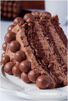 Tort czekoladowy z Maltesersami - I Love Bake Decadent Chocolate Cake, Tiramisu, Birthday Cake, Tasty, Sweets, Nutella, Cookies, Ethnic Recipes, Food