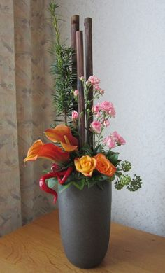 Bloemstuk - Love the bold colours and texture of this arrangement