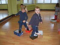 be thema schoenen slides Indoor Games, Indoor Activities, Physical Activities, Preschool Activities, Motor Skills Activities, Gross Motor Skills, Physical Development, Physical Education, Gym Games
