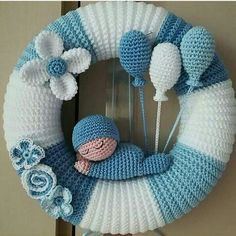 Knitting and Crochet Crochet Wreath, Crochet Crafts, Crochet Toys, Crochet Projects, Knit Crochet, Baby Kranz, Crochet Wall Hangings, Baby Mobile, Easter Crochet
