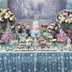 Festa Frozen muito linda e delicada, adorei! Por @bonetti_lili ❄️❄️ #kikidsparty
